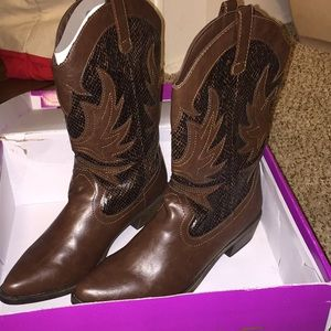 Rampage Brown snakeskin boots size 9M
